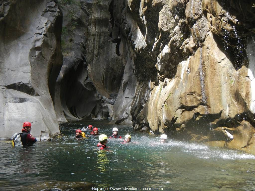 Canyoning Trou blanc in Reunion island with an ADVENTURES REUNION guide