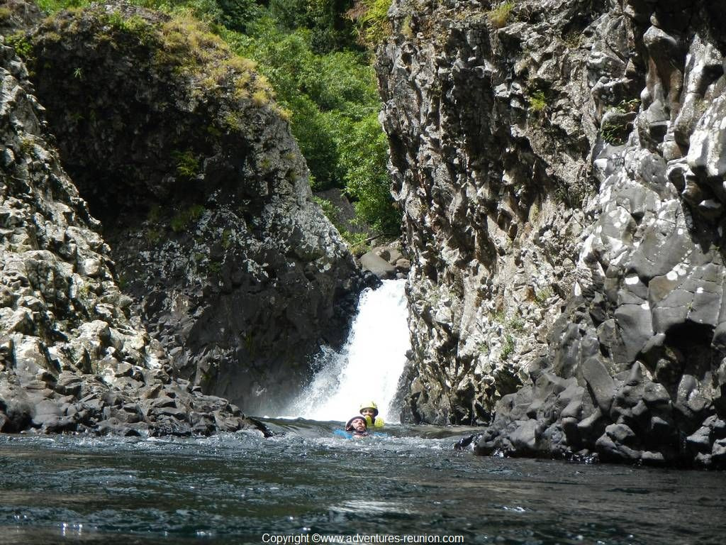 Randonnee aquatique dans Rivière des Roches canyon de la REUNION