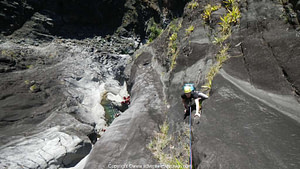 Escalada deportiva de varios largos en el Piton de Sucre, isla Réunion, Cilaos.