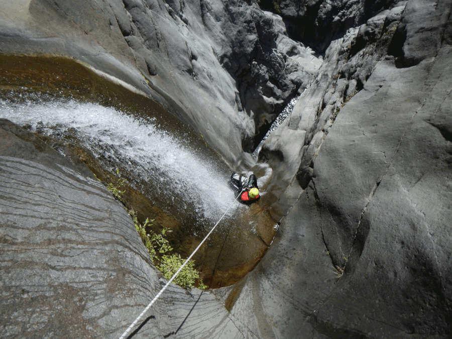 canyoning-a-fleur-jaune-integral-canyon-cilaos-reunion